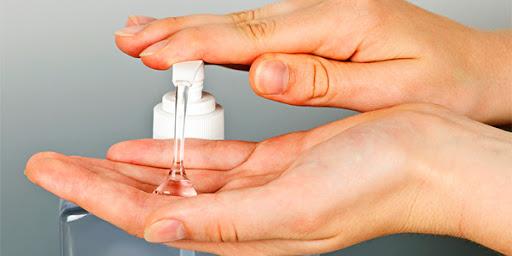 Mani e gel disinfettanti: cosa accade alla pelle e come prendersene cura.