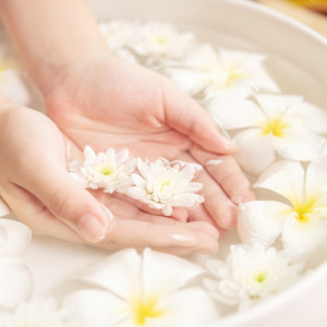 spa-treatment-and-product-white-flowers-in-ceramic-bowl-with-water-for-aroma-therapy-at-spa